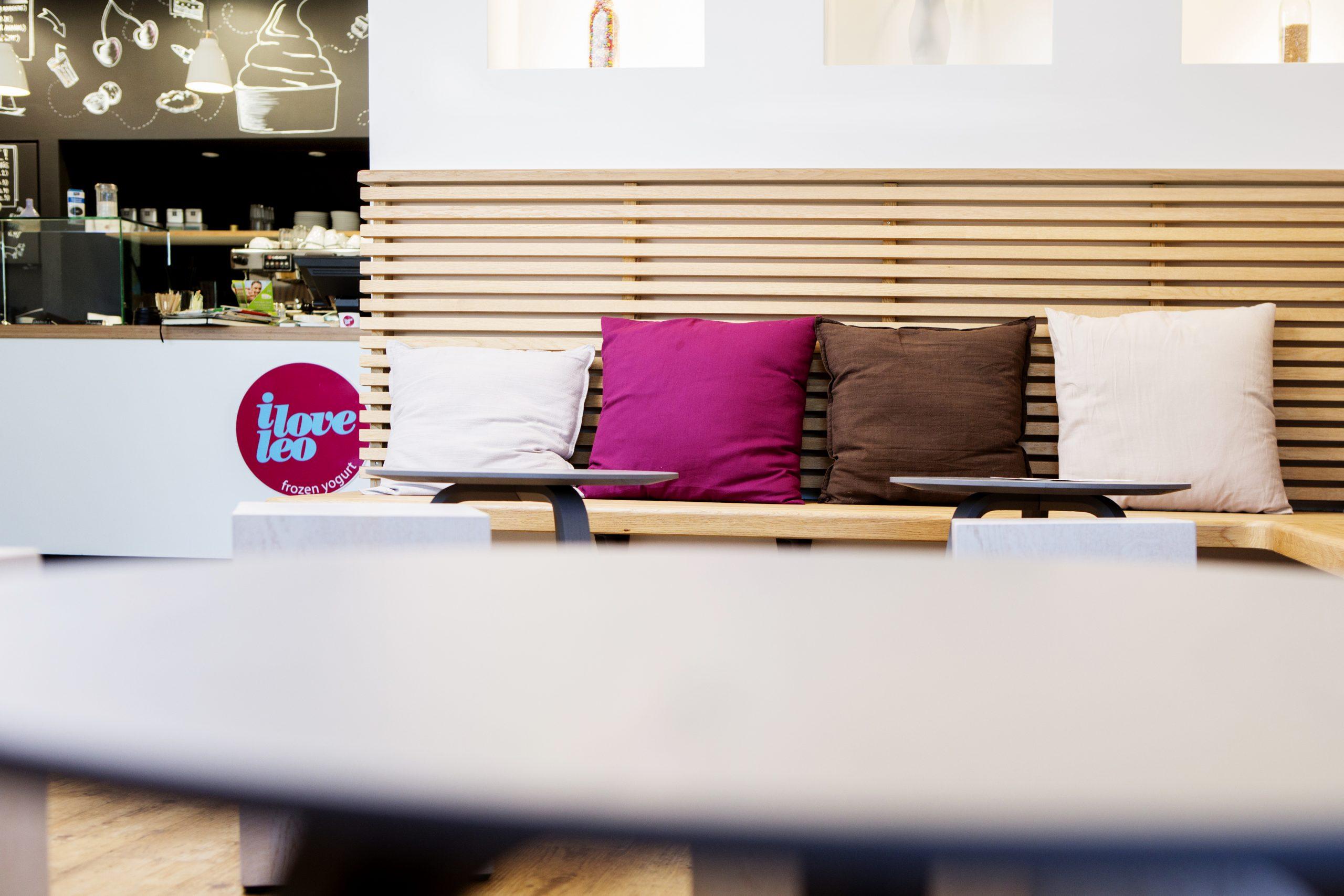 jacob-mayer-voigt-architekt-interior-design-gastronomie-sitzecke-sitzbank-holz