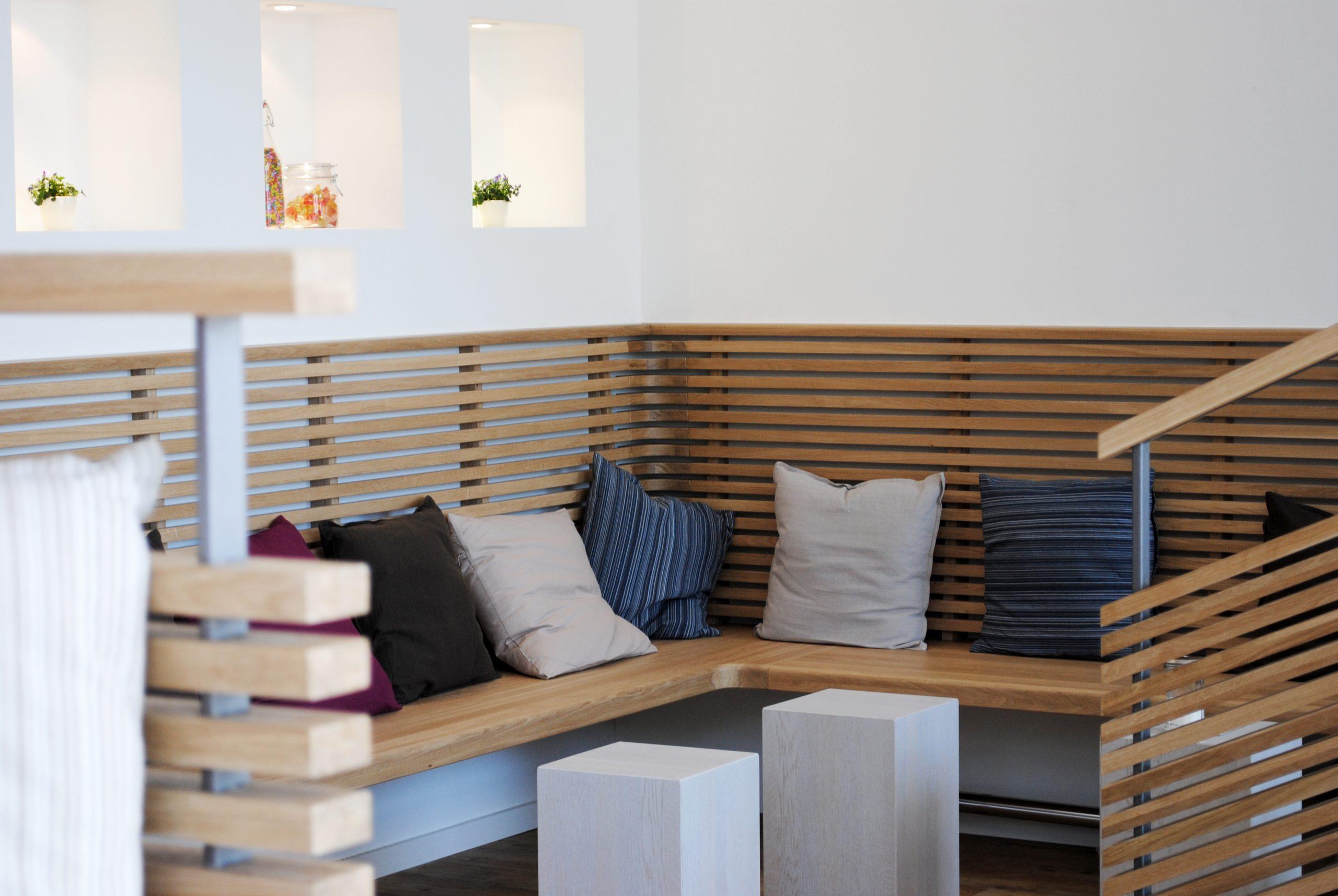 jacob-mayer-voigt-architekt-interior-design-sitzecke-sitzbank-holz