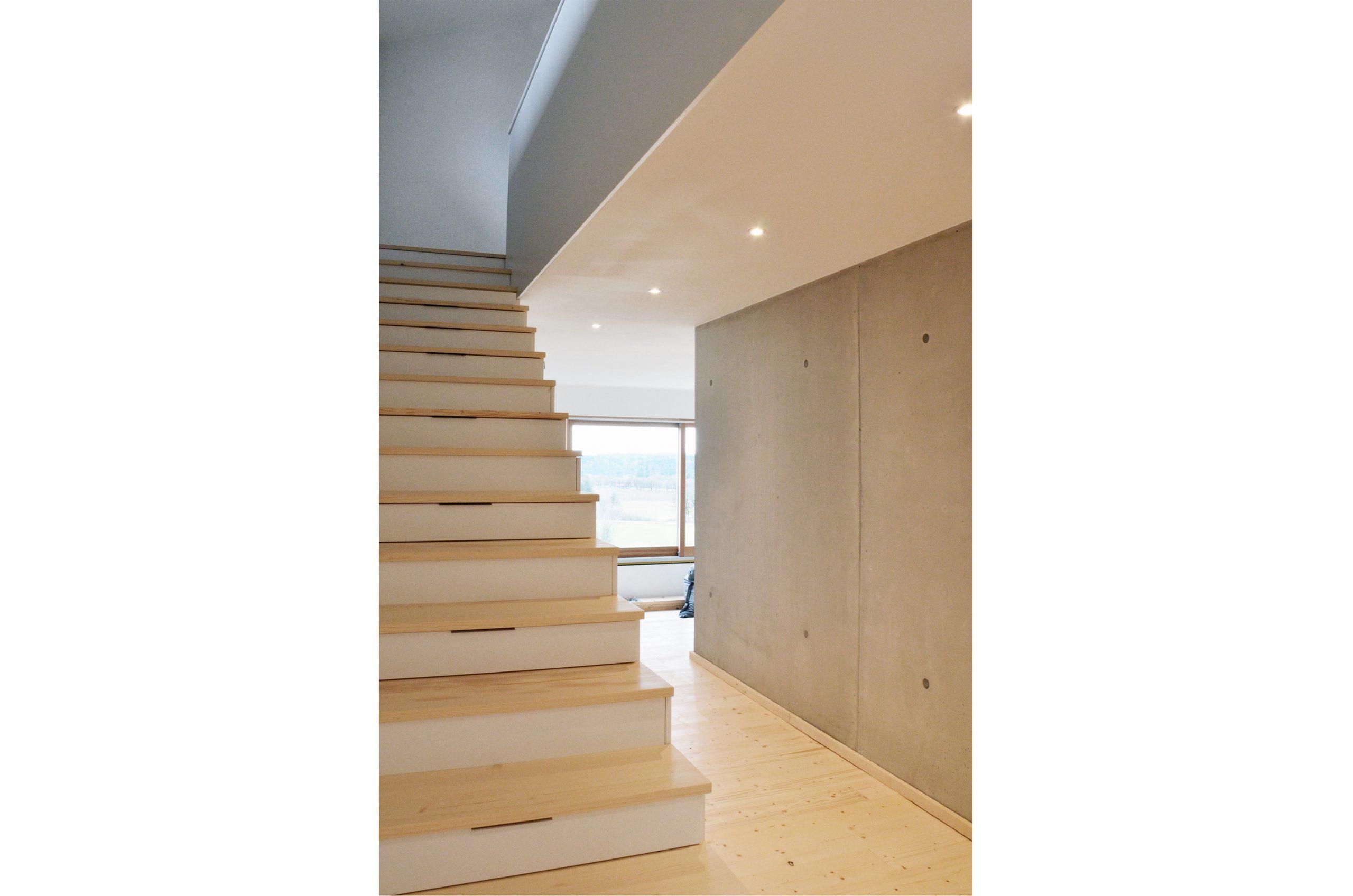 jacob-mayer-voigt-architekt-interior-design-architektur-holzhaus-design-treppe-minimalismus-sichtbeton