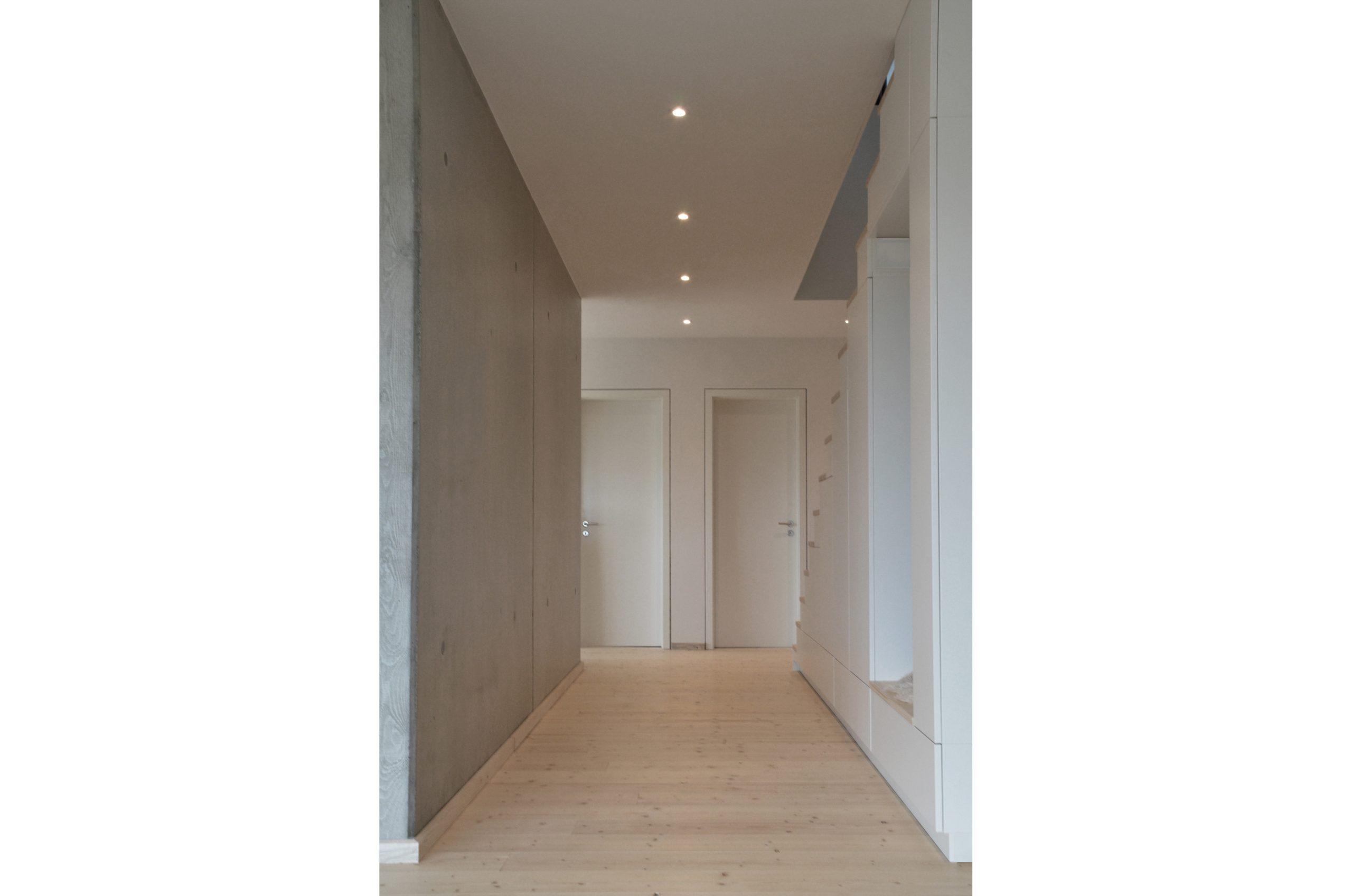 jacob-mayer-voigt-architekt-interior-design-architektur-holzhaus-design-minimalismus-flur